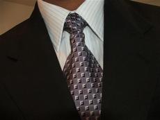 Decisão do Tribunal do Rio de desobrigar terno e gravata para advogados causa polêmica
