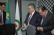 Adpesp homenageia deputado federal Arnaldo Faria de Sá