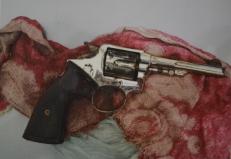 A arma utilizada no crime foi encontrada enrolada em um pano e dentro de uma sacola