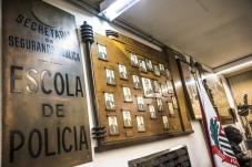Placas e fotografias expostas à visitação