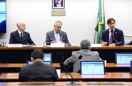 Comissão especial da Câmara está analisando a viabilidade da unificação das polícias civis e militares